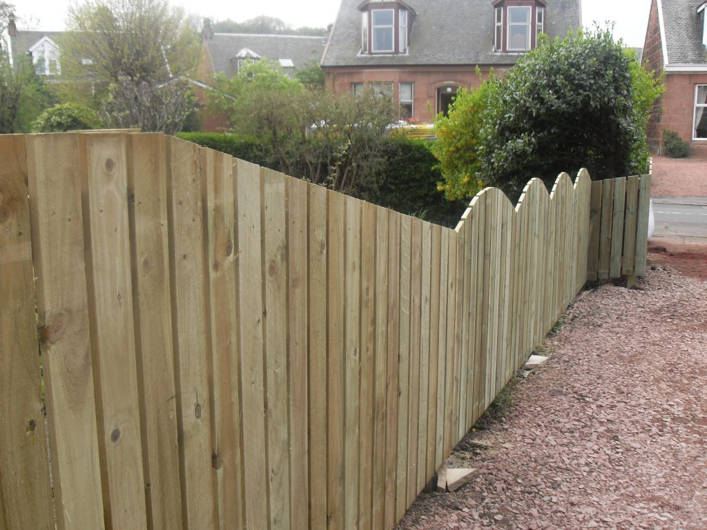 Garden Fencing straight and scalloped